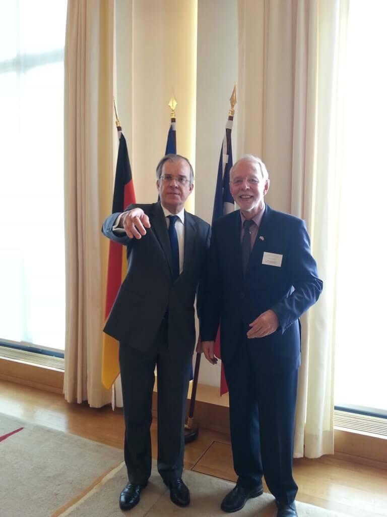 SE Maurice Gourdault Montagne und Hubert Depenbusch, Vorsitzender DFG Cluny Hamburg, nach der Preisverleihung