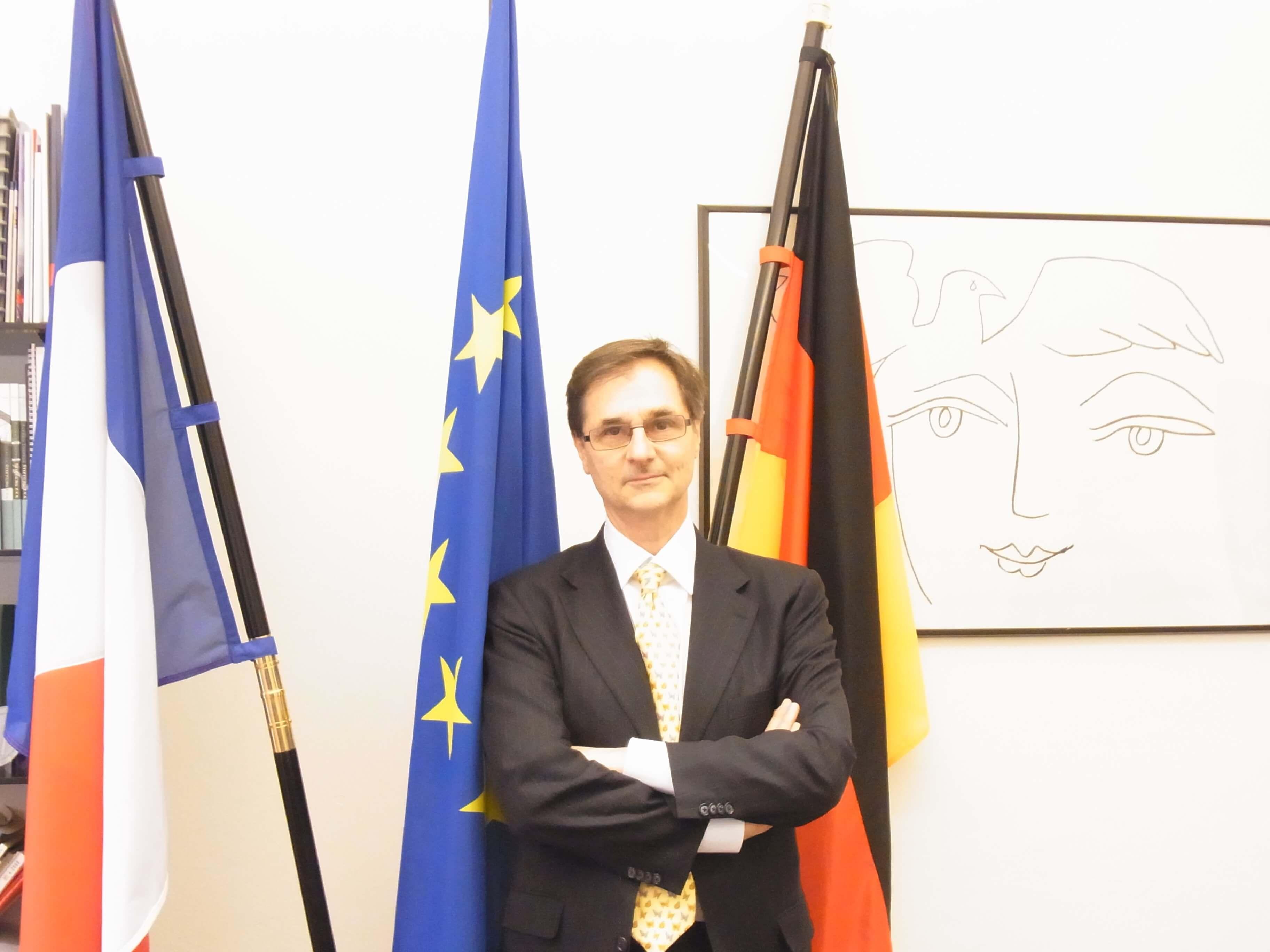 Monsieur le Consul Général de la République Française, Serge Lavroff offizielles Foto: Vive l'amitié franco-allemande, vive l'Europe