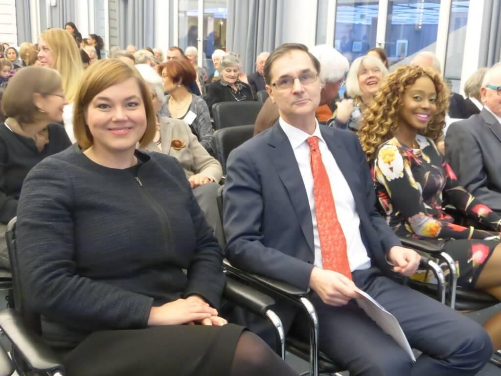 Die Zweite Bürgermeisterin Katharina Fegebank und der französische Generalkonsul Serge Lavroff.